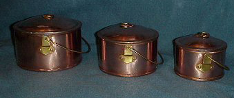 Small cooking pots
